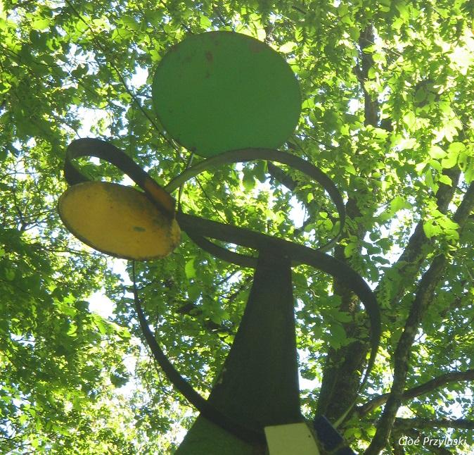 Sculpture à la Cathédrale Jean Linard dans le Berry